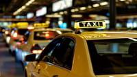 Düsseldorf: Taxifahrten per Handy bezahlen